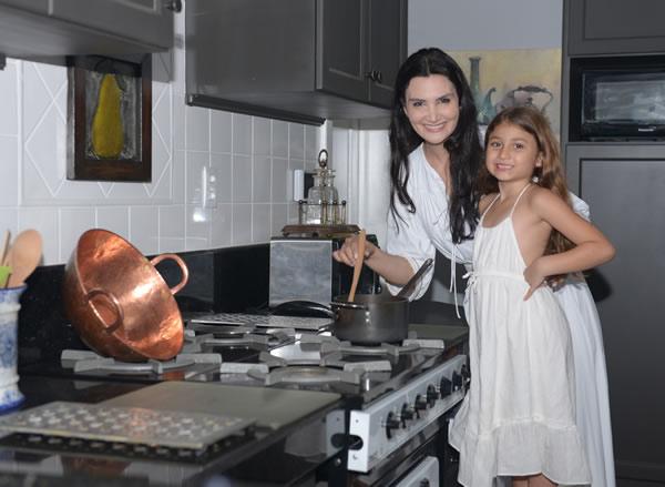 Alessandra Emanuel Cooks Brigadeiro